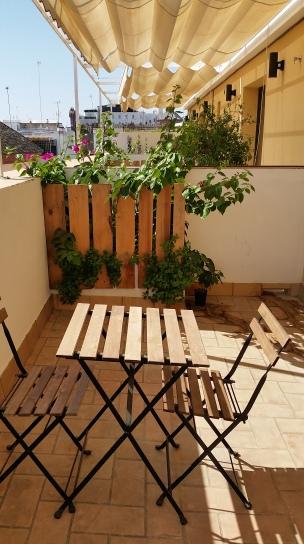 Black Swan Hostel Sevilla balcony