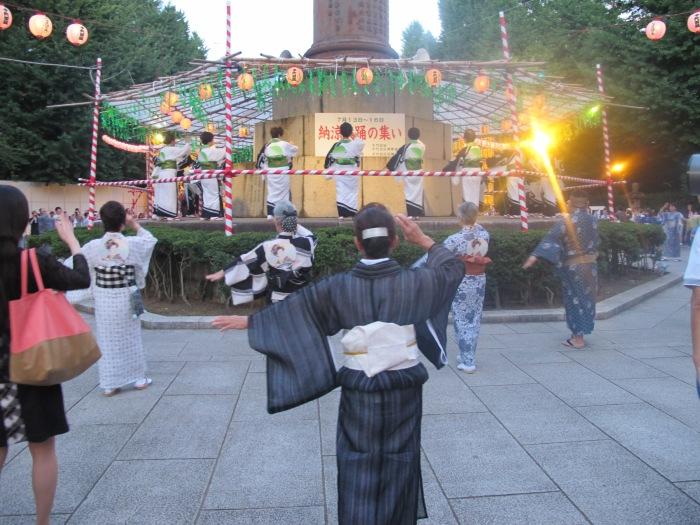 Mitama Matsuri 2017 dancing.JPG